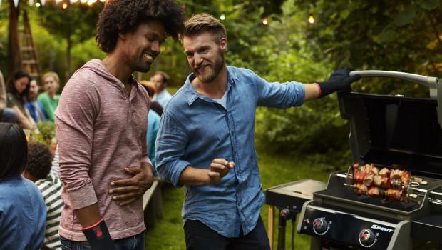 Hipster und andere Grillfans können nach der Übernahme des entsprechenden iDevices-Sortiments in der Weber-Welt auch vernetzt grillen.