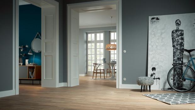 Ob Bodenbeläge oder Möbel - Holz bleibt beliebt.