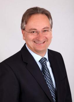 Michael Hürter gibt zum Jahresende das Vorstandsmandat der Baumax AG zurück.