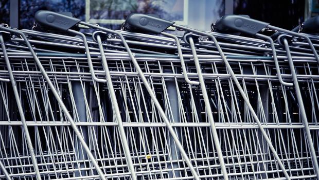 Die Deutschen legen aktuell mehr Wert aufs Sparen und lassen den Einkaufswagen stehen.