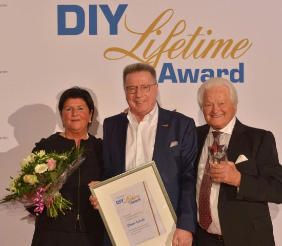 Laudator war Globus-Chef Erich Huwer (M.). Auch Herta Schulz, die Frau des Preisträgers, war zur feierlichen Verleihung nach Bonn gekommen.