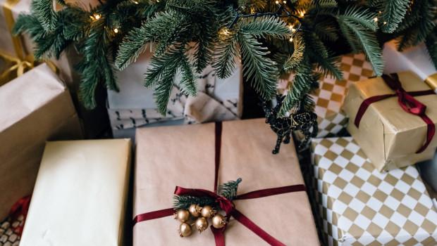 Wird es in diesem Jahr leerer unter dem Weihnachtsbaum? Dies legen Ergebnisse einer Studie von Emarsys nahe.