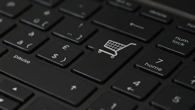 """Verbraucherumfrage von """"mydealz"""" zeigt: Jeder Fünfte spart bei Ausgaben im Einzelhandel."""