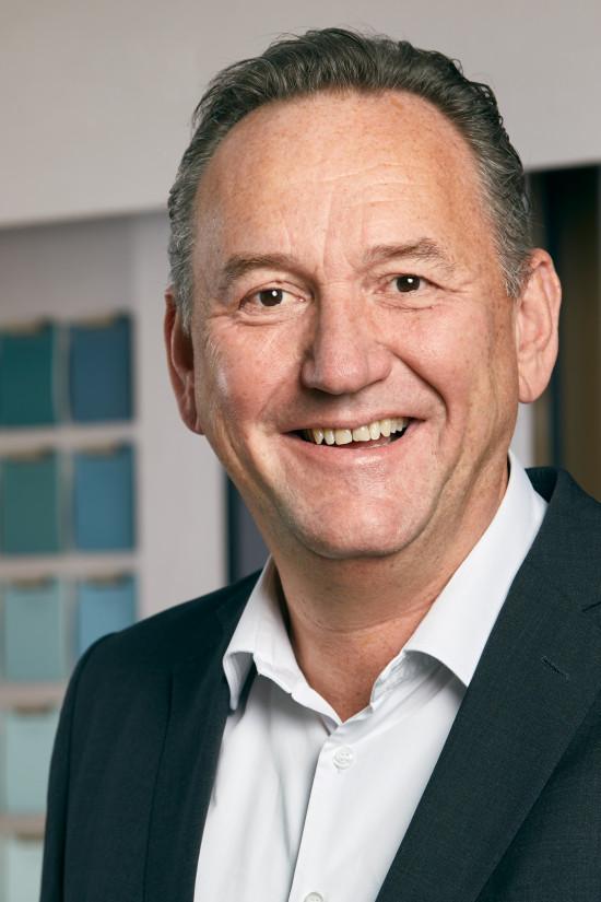 Alpina-Chef Peter Stechmann ist überzeugt, dass Feine Farben mit neuen Zielgruppen beste Wachstumschancen für die Partner im Handel schaffen.