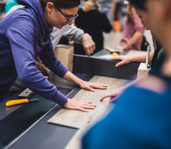 An 97 deutschen Standorten waren Frauen eingeladen, an jeweils zwei von fünf Hornbach-Projektstationen selbst Hand anzulegen.