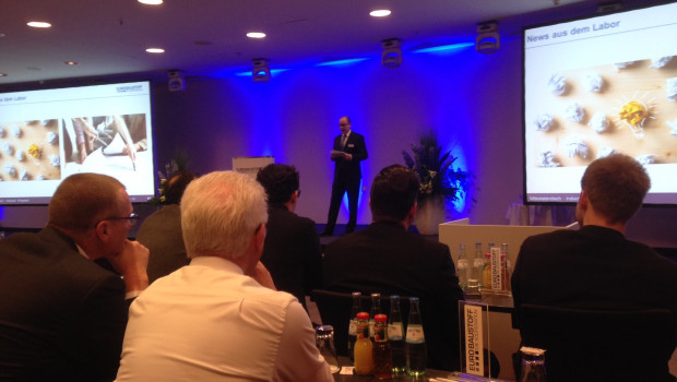 Peter Abraham stellt auf der diesjährigen Einzelhandelstagung der Eurobaustoff in Stuttgart aktuelle Konzepte zur Verkaufsförderung vor.