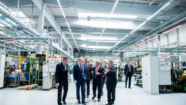 Fischer eröffnet neue Produktionshalle in Tschechien.