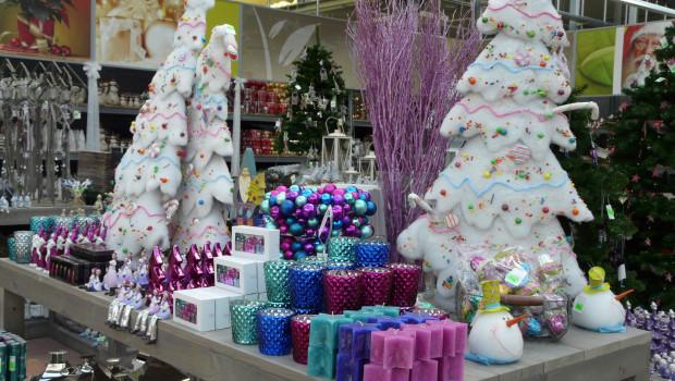 Die Einzelhändler in Deutschland können für dieses Jahr mit einem leicht steigenden Umsatz im Weihnachtsgeschäft rechnen. Unser Bild entstand im neu eröffneten Gartencenter Egesa Garten/Welter Blumen und Pflanzen in Pfungstadt.
