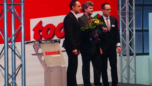 Preisverleihung an Nespoli: Im Bild von links: Dominique Rotondi, Geschäftsführer Toom Einkauf; Michael Reuter, Geschäftsführer Nespoli Deutschland; Hans-Joachim Kleinwächter, Geschäftsführer Toom Category Management.