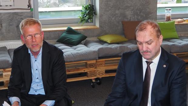 Der Aufsichtsratsvorsitzende Johannes Schuller (r.) und Jan Buck-Emden, Vorsitzender der Geschäftsführung der Hagebau, informierten in einem Pressegespräch über Veränderungen bei der Hagebau.