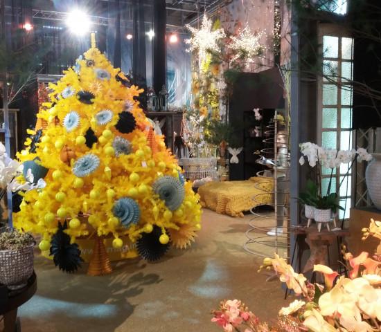 Die Kinemona-Sonderpräsentation als Centerpiece in Halle 12.0, ebenfalls von 2dezign realisert: Der Baum trägt in diesem Jahr Gelb ...