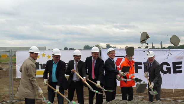 Mit dem offiziellen Spatenstich wurde jetzt der Startschuss für die Bauarbeiten des neuen Logistikzentrums gegeben.