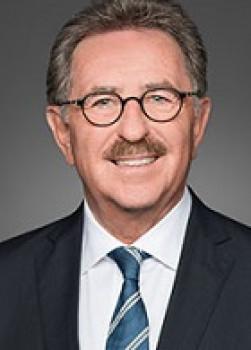 Josef Sanktjohanser: HDE-Präsident seit 2006 und ehemaliges Vorstandsmitglied der Rewe Group. [Bild: HDE]