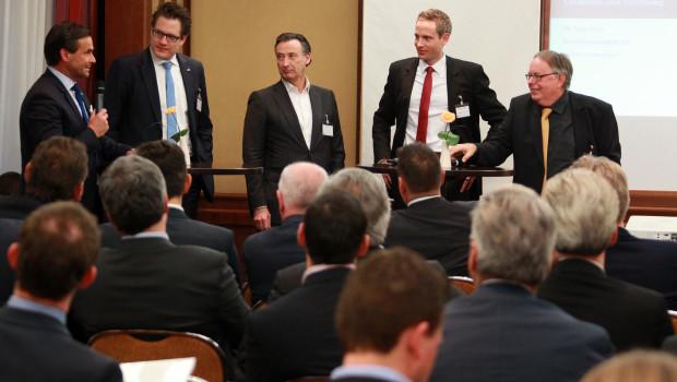"""Spannende Debatten bot die Podiumsdiskussion auf der """"Branchenwerkstatt DIY"""" (v. l.): Kai Kächelein, Jan Ostendorf, Michael F. Seidel, Dr. Johannes Berentzen und als Moderator Dr. Joachim Bengelsdorf."""
