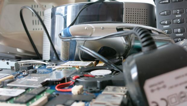 Seit dem 24. Juli 2016 verpflichtet das Elektro- und Elektronikgerätegesetz (ElektroG) Unternehmen unter bestimmten Voraussetzungen zur kostenfreien Rücknahme von Elektroaltgeräten und zur Information über deren Rückgabemöglichkeiten. Foto: DUH