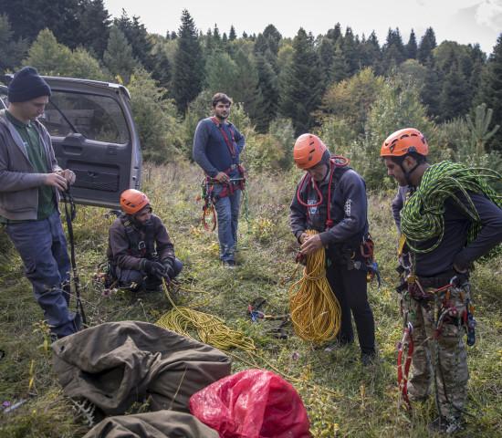 Fair Trees bietet den Pflückern vor der Ernte ein fünftägiges Klettertraining unter deutschen Standards mit anschließender Prüfung an.