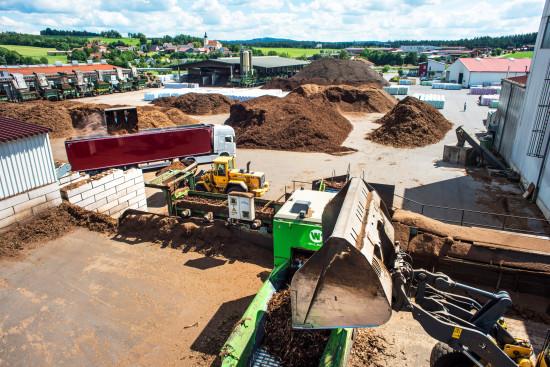 Mit rund 250 Mitarbeitern produziert Ziegler am Heimatstandort im nordostbayerischen Stein (Bild), darüber hinaus im badischen Rheinmünster, im friesischen Wiesmoor sowie in Werken in Tschechien und Lettland.