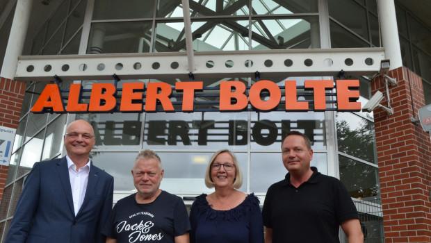 Der Baustoffhandel und Baumarkt Bolte wird ab 2018 von der Trauco-Gruppe weitergeführt. Auf dem Bild (v. l.): Trauco-Vorstandsvorsitzender Harald Schön, Albert, Marion und Arnim Bolte.
