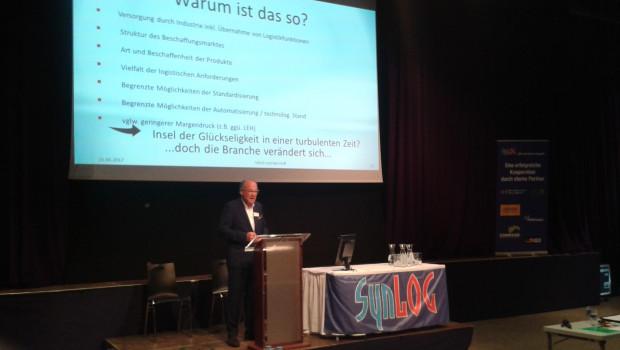 """""""Aus Schnittstellen müssen Nahtstellen werden"""", sagte Ulrich von den Hoff, ehemaliger Logistik-Chef der Hagebau, auf dem Synlog-Tag 2017."""
