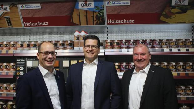 Peter Abraham (links) neben Marius Wegmann (Mitte) und Christian Sturm (rechts). [Bild: Eurobaustoff]