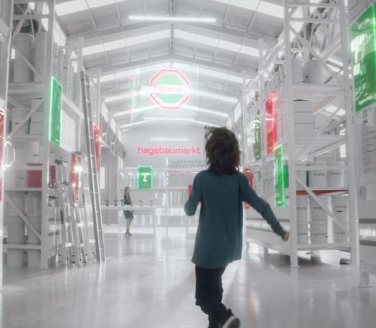 ... in die Zukunft. Den Spot hat die Hagebau-Zentrale zusammen mit der Agentur Thjnk entwickelt.