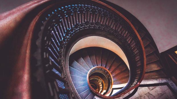 Laut einer aktuellen Onlinebefragung  des Leiternherstellers Hailo ist mehr als jeder dritte Deutsche der Meinung, keine passende Leiter fürs Treppenhaus zu besitzen. [Bild: Pixabay]