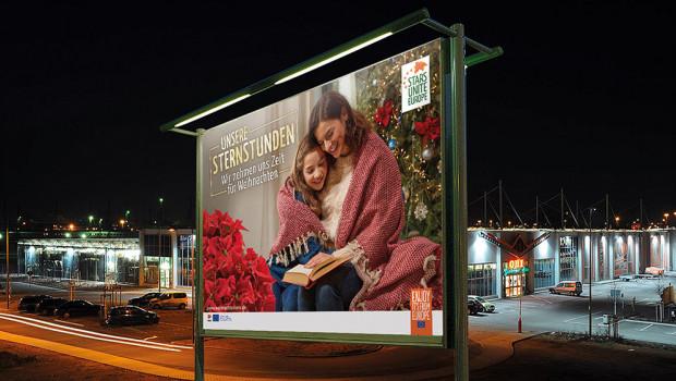 Zur Weihnachtssternkampagne gehört auch wieder ein Großflächenplakat.