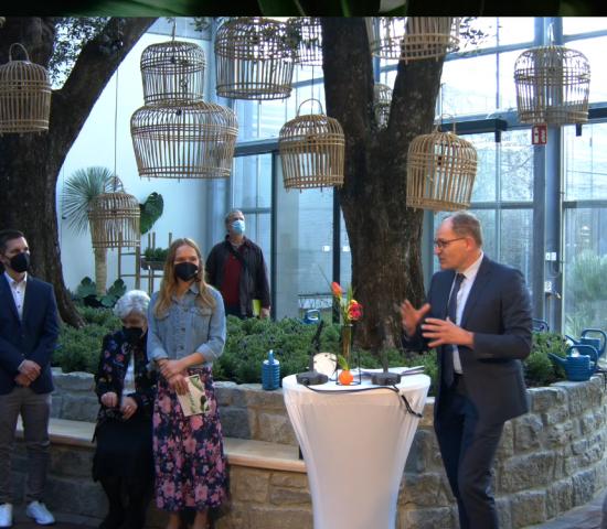 Auch Peter Paul Kleinbussink, Geschäftsführer der niederländischen Intratuin-Zentrale, war nach Oldenburg gekommen.