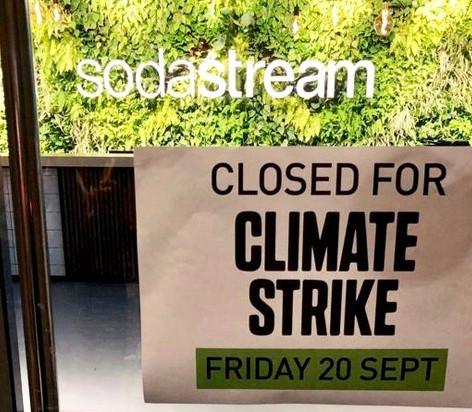 Eine solidarische Ausnahme: Sodastream schließt sein Headoffice in Israel und stellt seine Online-Verkaufsaktivitäten für heute ein.
