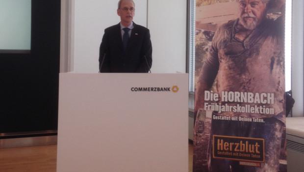 Albrecht Hornbach, Vorstandsvorsitzender der Hornbach Holding AG, hat die Zahlen in Frankfurt vorgestellt.