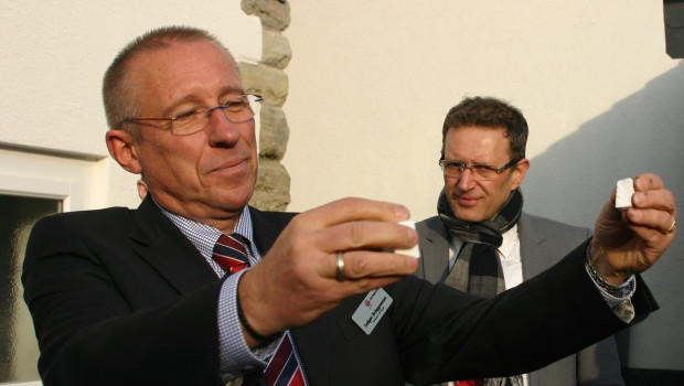 Ludger Brüggemann, hier im Bild mit Geschäftsführer Alexander Häßler , verabschiedet sich in den Ruhestand.