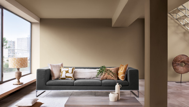 Der warme und erdige Farbton verleiht Räumen einen ausgleichenden und stabilisierenden Charakter.