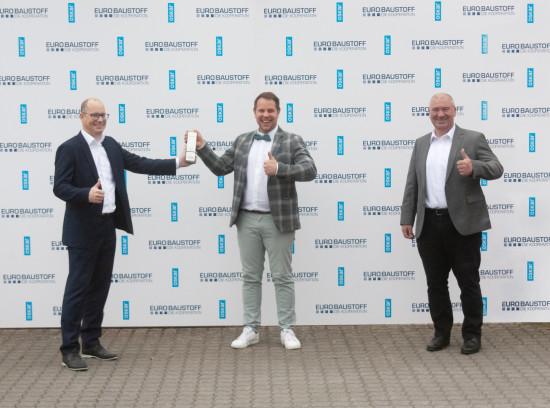 An der Preisübergabe an Oskar in Klingenberg nahmen (von links)Peter Abraham, Maximilian Kara und Christian Sturm teil.