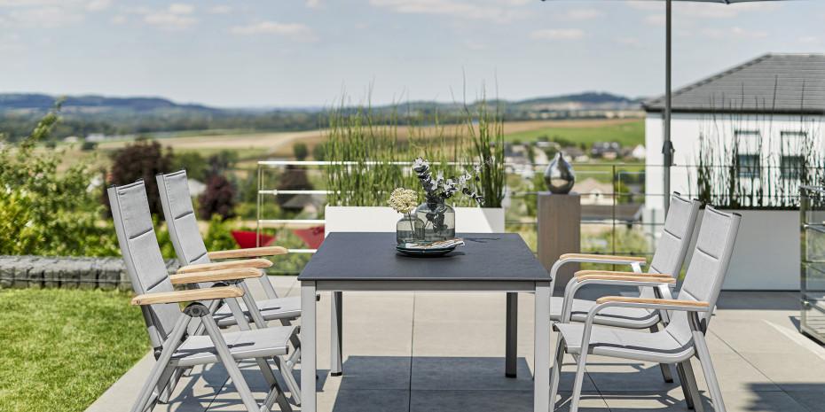 Entspanntes Essen unter freiem Himmel:Garten, (Dach-)Terrasse und Balkon übernehmenimmer mehr Funktionen der Wohnung.