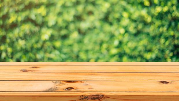 Der Holzpreis entspannt sich langsam wieder, dennoch sieht die Situation bei den Möbelherstellern noch nicht rosig aus.