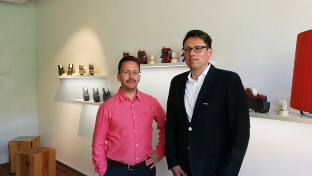 Kai Beilenhoff (r.), Director Marketing & Product Management bei Meto, und Designer Thomas Amann freuen sich über die Eröffnung des neuen Showrooms.