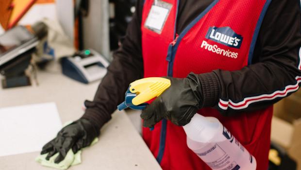 Lowe's hat im Zuge der Covid-19-Pandemie erheblich in Hygienemaßnahmen investiert.