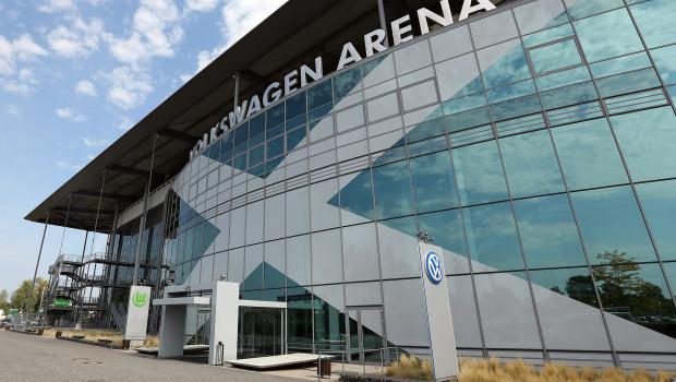 Der VfL Wolfsburg bekommt für seine Volkswagen Arena von Philips Lighting eine LED-Flutlichtanlage.