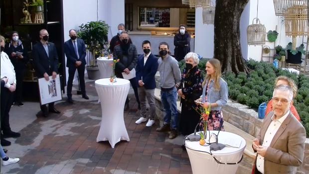 Zusammen mit seiner Familie eröffnete Rainer Ostmann (ganz rechts) gestern sein sechstes Gartencenter.