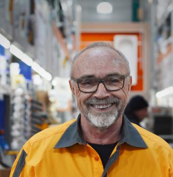 Manfred Valder, langjähriges Vorstandsmitglied der Hornbach Baumarkt AG, wird mit dem DIY-Lifetime-Award geehrt.