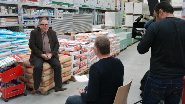 Dr. Joachim Bengelsdorf bei den ZDF-Aufnahmen im Ettlinger Hagebaumarkt.