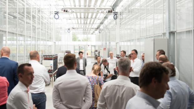 Eröffnung in Rheinberg: Im Elite-Gewächshaus von Dümmen Orange gelten künftig höchste hygienische Standards.