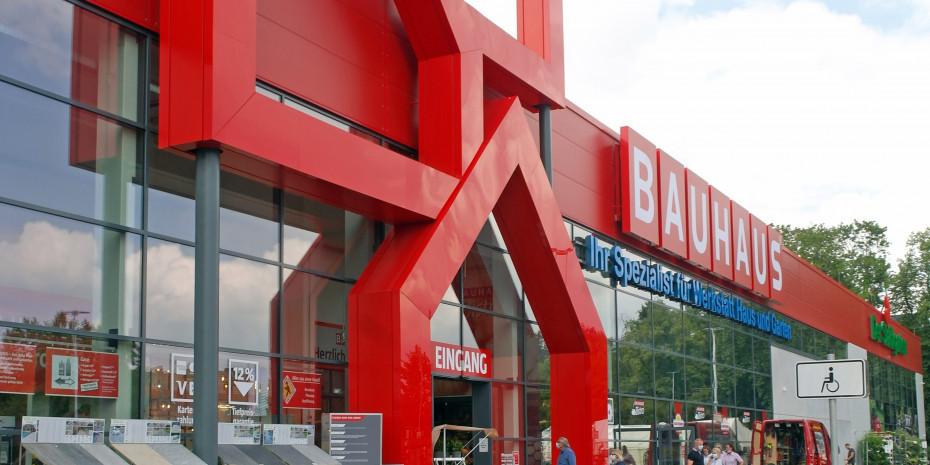 Die Außenfassade des neuen Bauhaus-Standortes in Mönchengladbach-Rheydt.