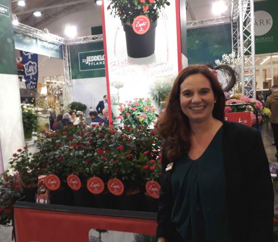 Marketingleiterin Yvonne Solbrig am Stand der Baumschule zu Jeddeloh.