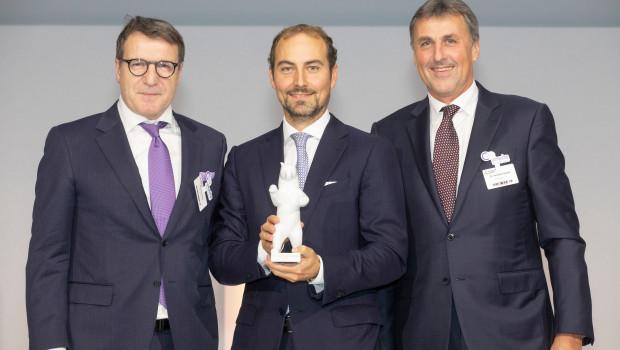 COO Bernhard Hönig, CEO Georg Weber und CFO Dr. Hansjörg Flassak haben den Deutschen Handelspreis für Dehner entgegengenommen. Foto: Management Forum/Foto: Jörg Sarbach