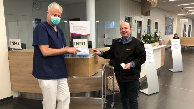 Eigenhändig übergab Stabilo-Marketingleiter Markus Wedde die Spende an das Klinikum Diakoneo.