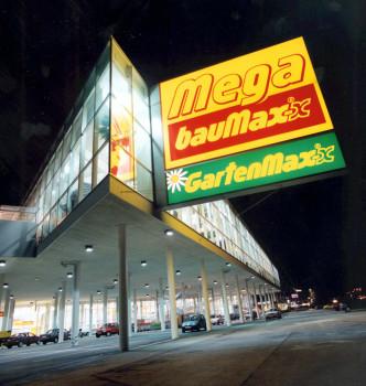 Baumax-CEO Martin Essl sieht für sein Unternehmen Licht in der Dunkelheit sowie eine wirtschaftliche Zukunft.