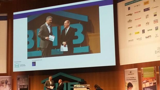 BHB-Geschäftsführer Peter Wüst (l.) begrüßte den Linken-Politiker Gregor Gysi als - unterhaltsamen - Gastredner in Köln.