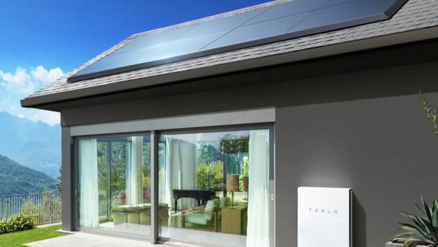 Das Solardach-System von des Elektroautobauers Tesla wird nun auch von Home Depot vermarktet.