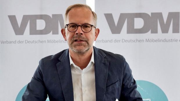 Jan Kurth, Geschäftsführer der Verbände der deutschen Möbelindustrie (VDM/VHK), berichtete zur wirtschaftlichen Situation der Branche.